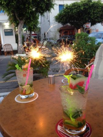 Cafe Kanali: The best mojito's of Agio. Thanks to Angelos.