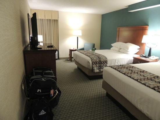 Drury Inn St. Peters: Rm 613 - Extremely Comfy Beds and Room