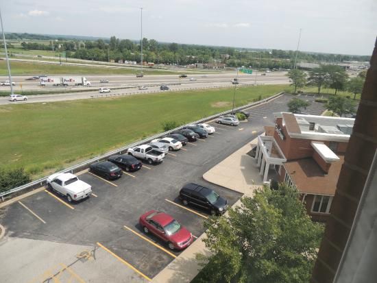 Drury Inn St. Peters: Expressway and parking lot view from Rm 613