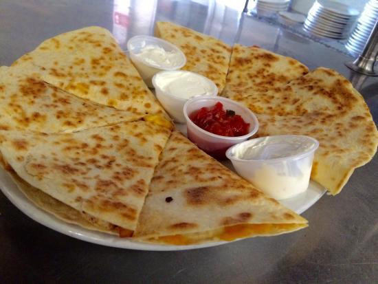 White Lake Tavern: Generous portion of quesadillas!