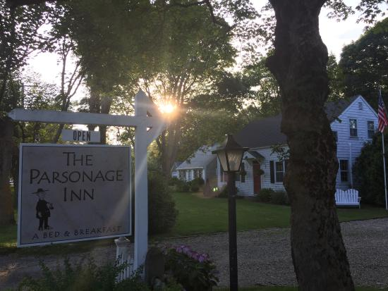 East Orleans, Массачусетс: The Parsonage Inn, sign and sunset