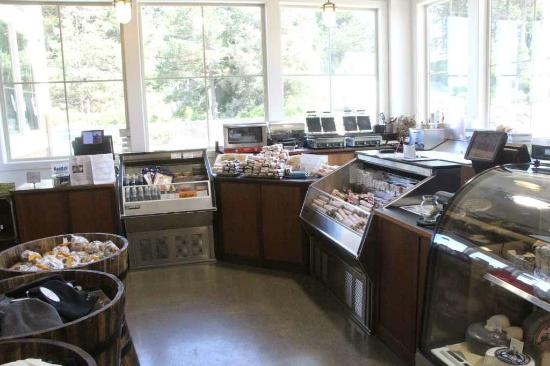 Face Rock Creamery: Large selextion of food