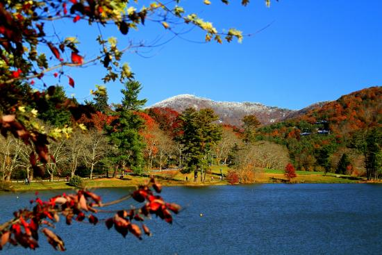 Fall turns into winter at Beaver Lake, but you'll find walkers and runners out all year long.