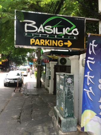 Basilico Pizzeria Soi 33 : The sign