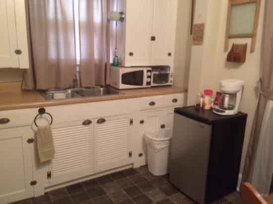 A Sentimental Journey Bed and Breakfast: Kitchen in first floor suite.