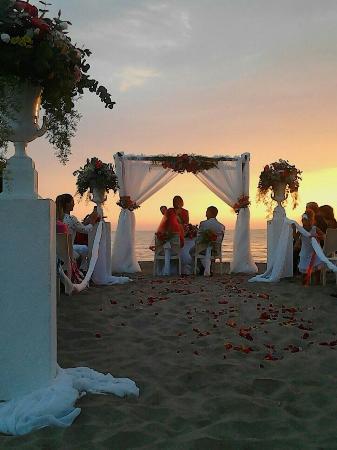 Matrimonio Spiaggia Anzio : Matrimonio sulla spiaggia ristorante sotto l hotel