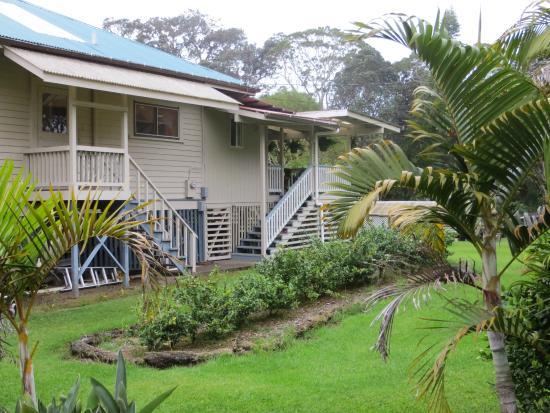 Aloha Junction Bed and Breakfast: Haus mit Gartenbereich