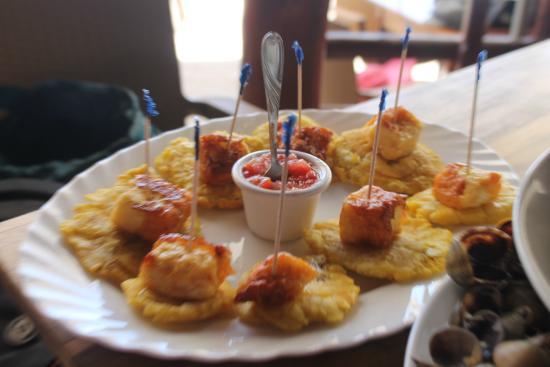 El Buen Gusto Restaurant: Tostones con queso.