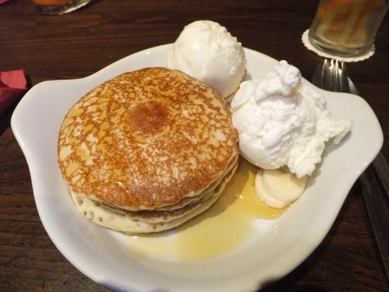 Zaks Poringland Diner: American buttermilk pancakes with fresh sliced ...