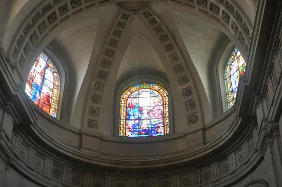 Eglise Notre-Dame de Versailles: The cut-glass painting.