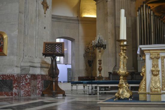 Eglise Notre-Dame de Versailles: A wing of the church.