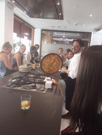 Paella picture of taller andaluz de cocina seville for Taller andaluz de cocina