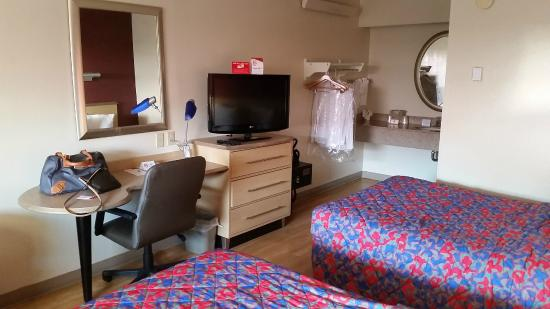 Red Roof Inn Mystic - New London: Nice & Affordable!