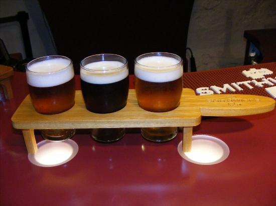 Kilkenny, Ireland: Pour €6 vous pouvez déguster ces 3 bières à la suite de la visite