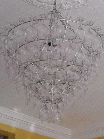 Le Gros Franck : Chandelier made with wine glasses