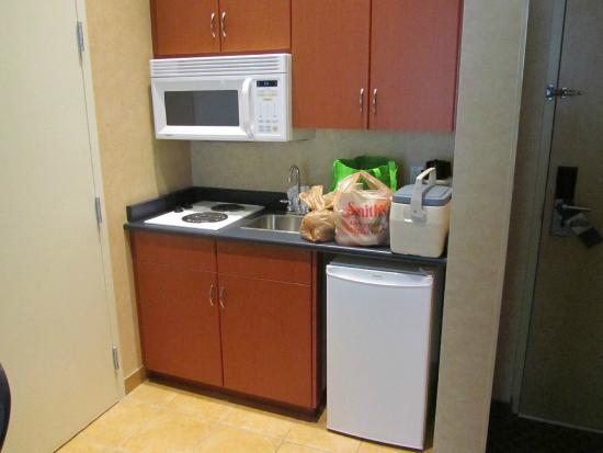 Hampton Inn & Suites Langley Surrey: Kitchen