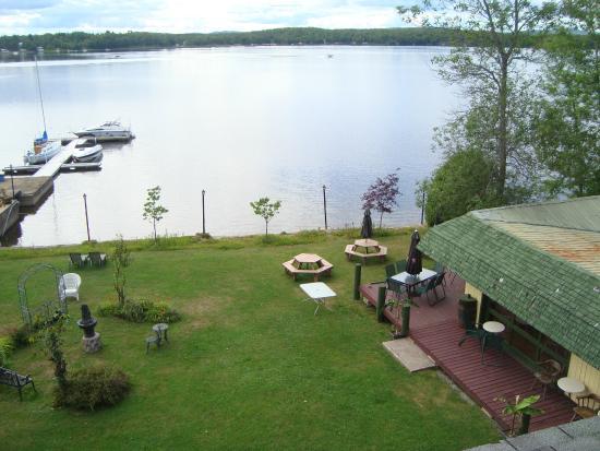 Lac Nominingue, Kanada: Vue de la terrasse arrière...
