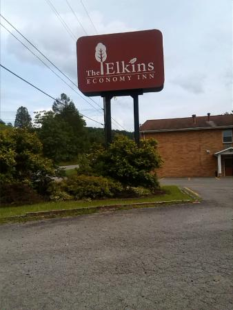 Elkins Economy Inn: sign