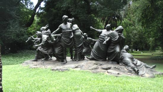 Escultura En El Jardin Botanico Picture Of Jardin Botanico Buenos - Escultura-jardin