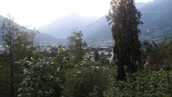 Hotel Tappeiner: Aussicht über Meran vom Balkon