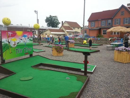 ‪Tee Time Mini Golf‬