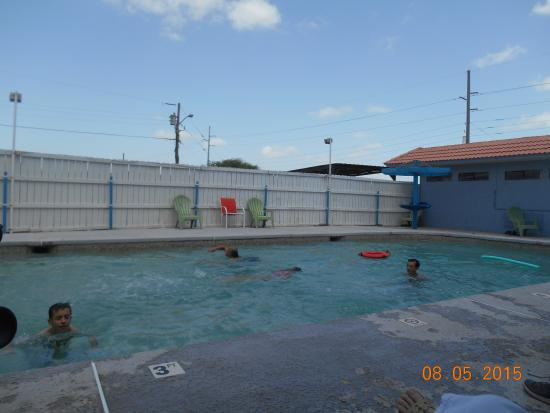 Laguna Vista, TX: Pool at executive inn
