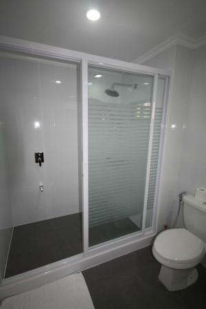 Hotel Royal Amsterdam: Panorama Suite Bathroom/Shower