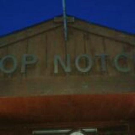 Top Notch Motel & Restaurant: Rest. Entrance