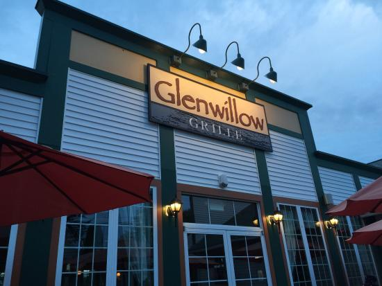 Glenwillow Grille: Sitting outside on the patio.