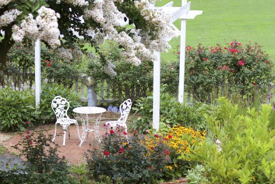 Meadow Gardens Bed and Breakfast 사진