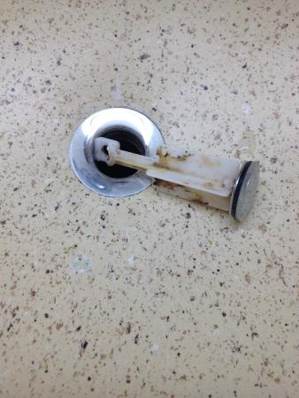 Extended Stay America - Denver - Tech Center - North: Bathroom sink stopper didn't work and dirty - yuk!