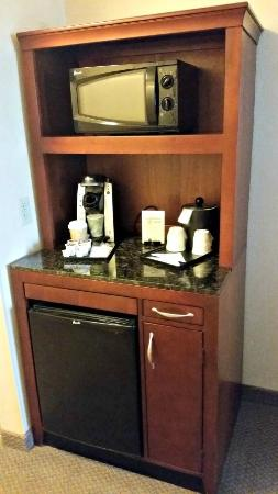 Hilton Garden Inn Columbus-University Area: Coffee Center with fridge in room