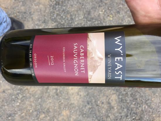 Hood River, Oregón: This is a Cab Sav from Wy'East Vineyards, while they don't grow the grapes for this, they make t