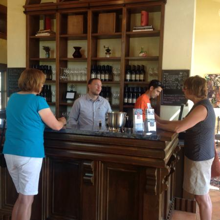 La Stella Winery : Wonderful tasting experience with an attentive and really nice young man!