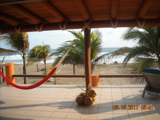 Treetops Bungalows: penthouse front beach!