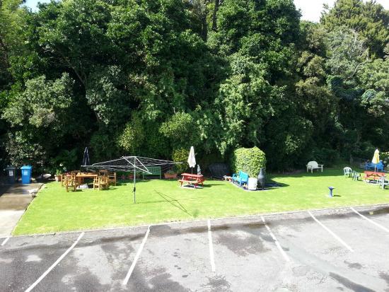 Carrington Motel: Back Garden Area/BBQ
