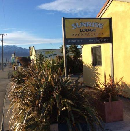 ‪Sunrise Lodge‬