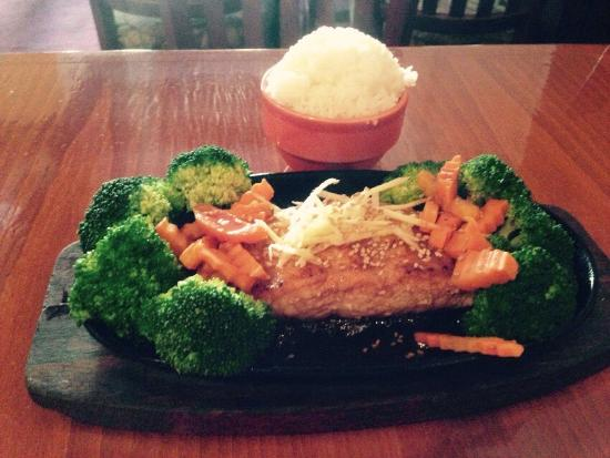 SIAM Square: I had the salmon with teriyaki sauce with broccoli, carrots and ginger.  It was excellent.