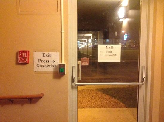 Quality Inn & Suites: No security!