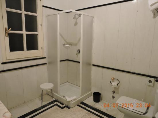 Borgo Verde Hotel : Baño (amplio)