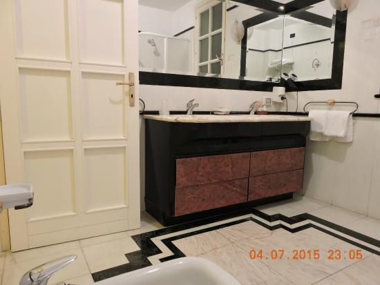 Borgo Verde Hotel : Baño (amplio, comodo)