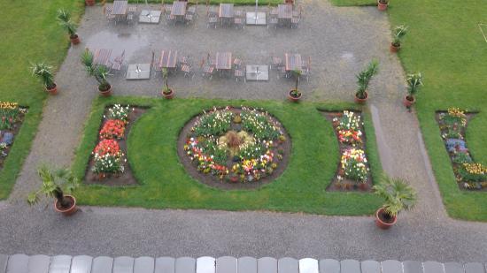 The Park-Garden Hotel at Mattenhof Resort: Vista Habitacion. Jardin