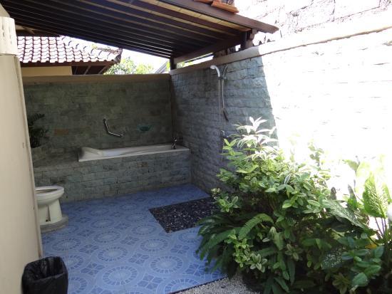 Alamanda Villas: Salle de bain/wc