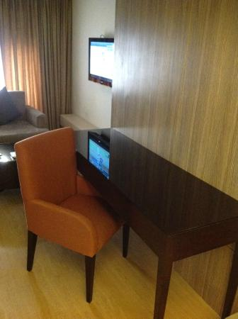 Imperial Palace Suites Quezon City: 暗い部屋です