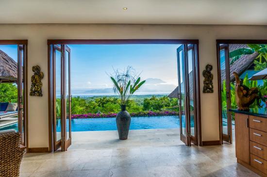 Villa Nusa: Through the folding doors