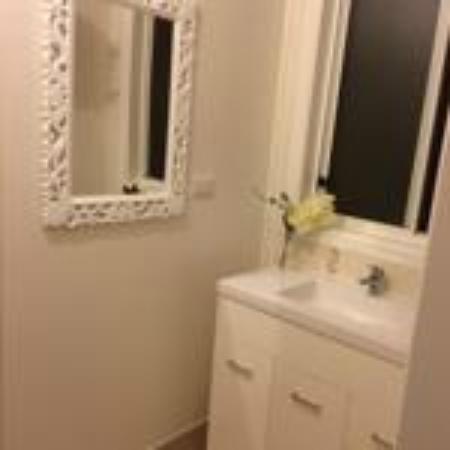 Ocean Park Motel : bathroom 3 bedroom apartment