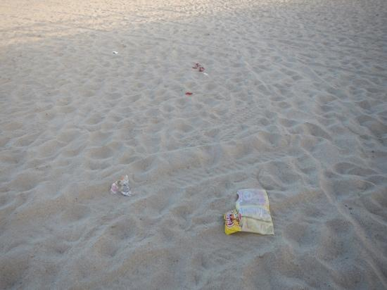 Oxnard, Californie : I picked up some but there's trash everywhere