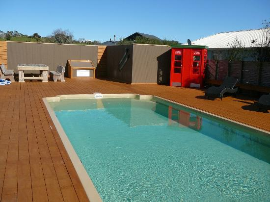 Matakana Motel: Outdoor heated swimming pool