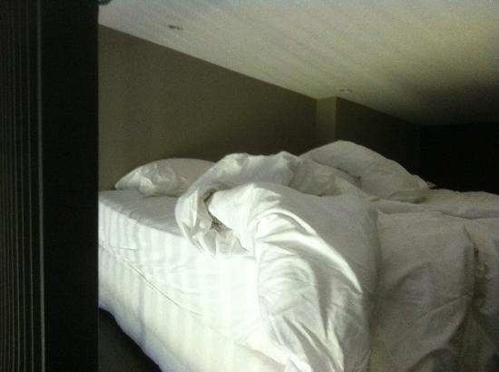 Chambre sous mezzanine avec hauteur sous plafond ridicule ...