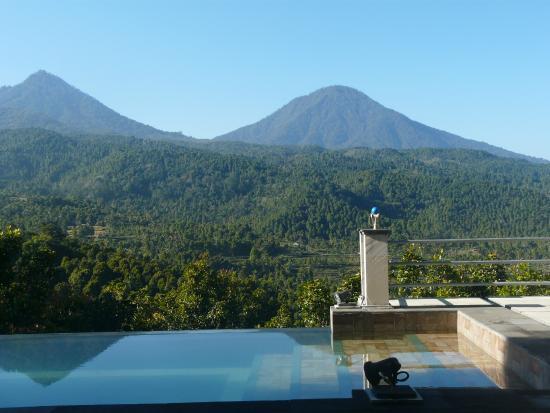 Puri Alam Bali Bungalows: Lever du soleil de la piscine